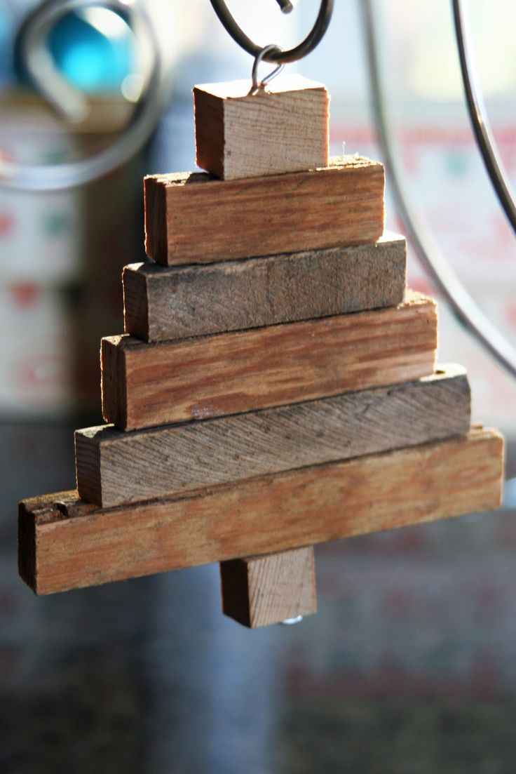 Upcycled wood slats to make a rustic tree ornament (from Mamie Janes blog)