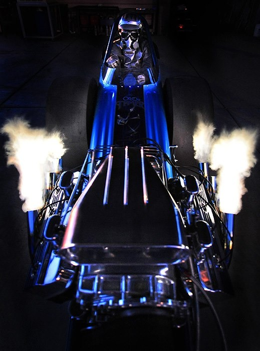 Another great picture of the front engine dragster