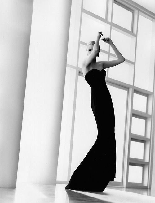 1995, Malibu. Fashion's New Form. Photo by Herb Ritts (1952-2002)