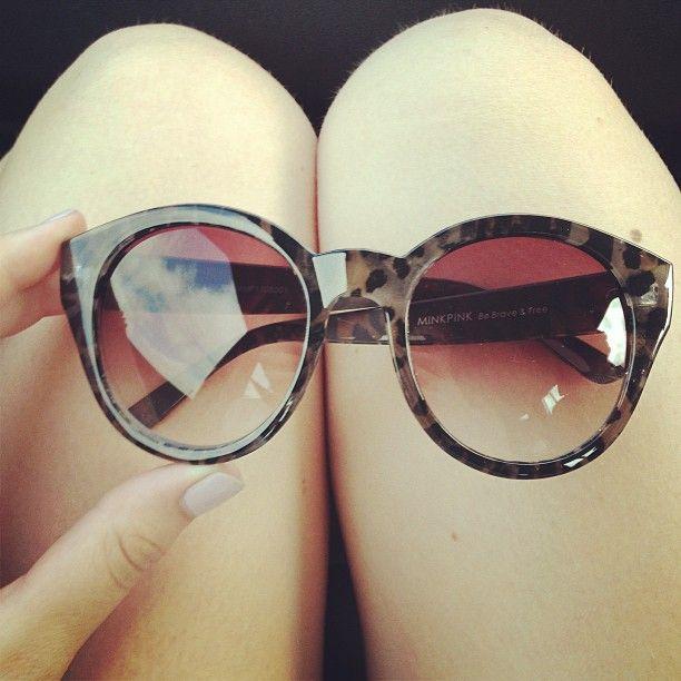 http://www.misterspex.fr/lunettes-de-soleil/le-specs-runaways-lsp-1202058_f6485686.html