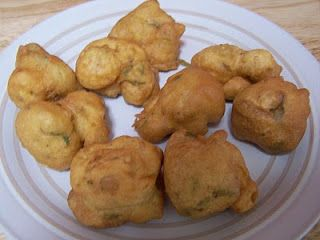 Bagia (Chickpea vegetable fritters)