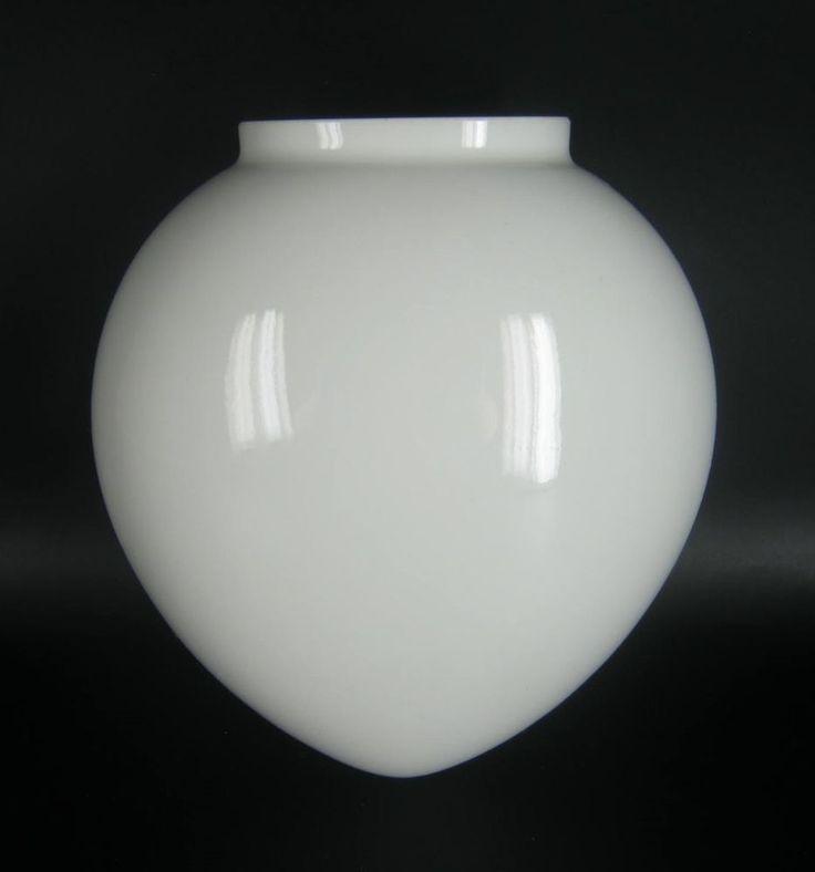 KPM Berlin Porzellan Wandvase weiss Hängendes Herz Trude Petri Design Wall Vase