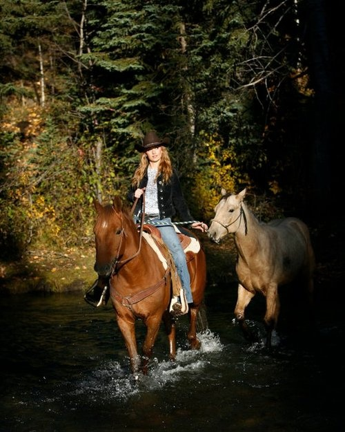 /:/ Horse & Her