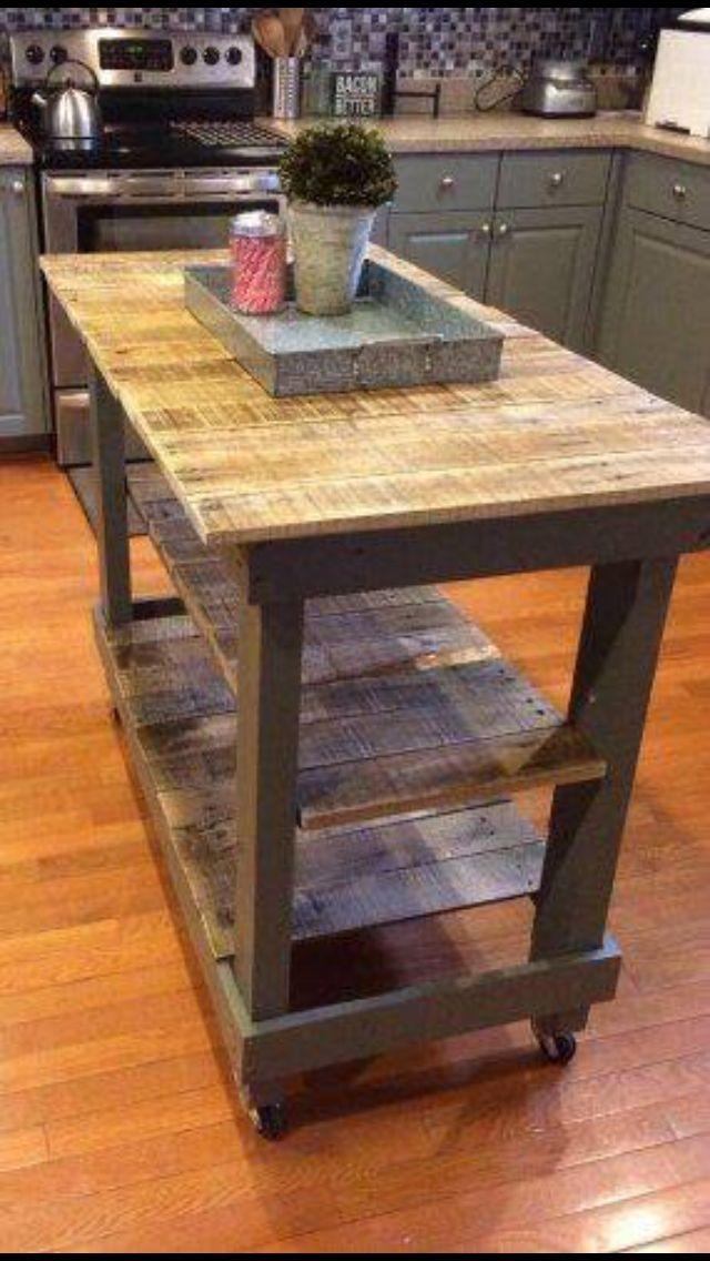 Bonita mesa-isla para cocina de campo o bien rústica vintage, me gusta!!!!!