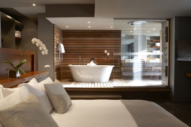 Badkamer in de slaapkamer met verhoogde vloer in hout ardennen pinterest met - Deco moderne ouderlijke kamer ...
