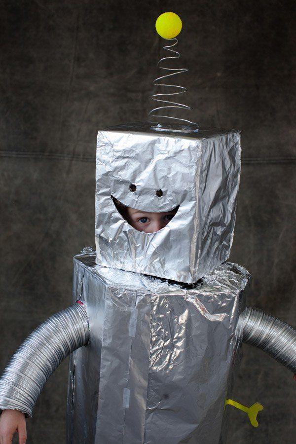 roboter kostüm selber machen aluminiumfolie pappkarton röhre