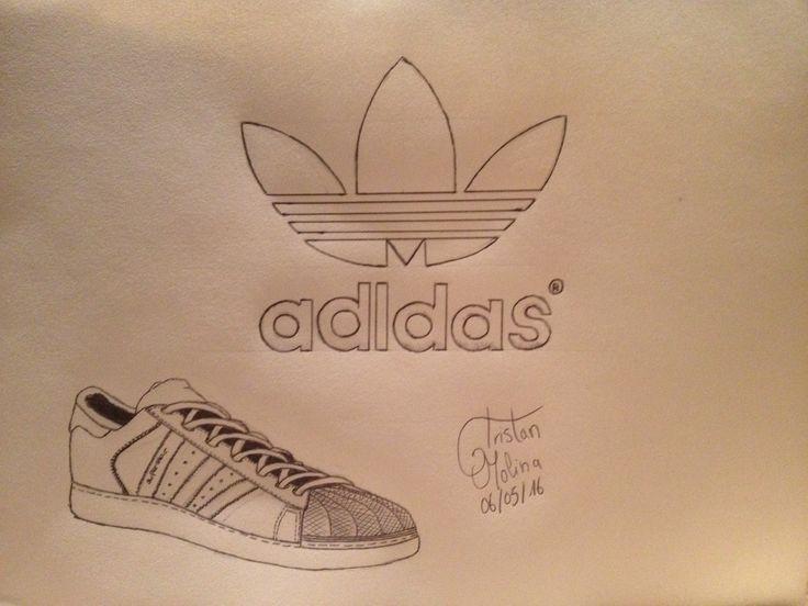 Une Superstar avec la marque Adidas.