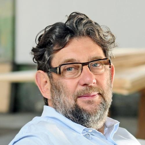 """""""Wiele firm swój spryt sprowadza do """"poprawiania"""" cudzych pomysłów. Żeby podbić świat, musimy zrobić znacznie więcej"""" - mówi Piotr Voelkel, współwłaściciel GK Vox. Całą opinię znajdziecie na http://www.brief.pl/inbrief/opinie/art508,adaptacja-lub-eliminacja.html"""