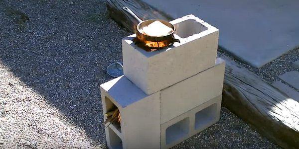 Come costruire una stufa fai da te per cucinare all'aperto con dei blocchi di cemento (VIDEO)