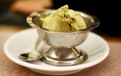 Gelato fatto in casa - Ecco a voi la ricetta del gelato fatto in casa senza la gelatiera. Si tratta di una preparazione facile, l'importante è seguire i trucchi per il congelamento della base del gelato e scegliere il gusto che più vi piace.