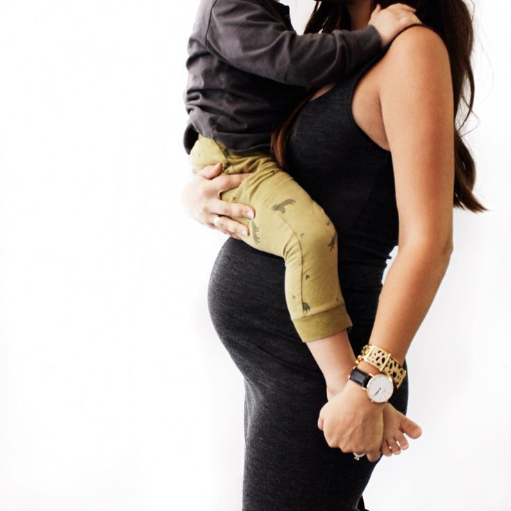 Such a cute maternity photo idea if you want to include an older sibling!