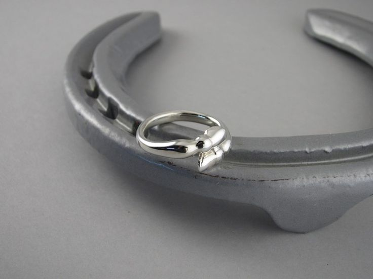 ER20 - Silver Horse Hoof Ring - The Cambridge Collection