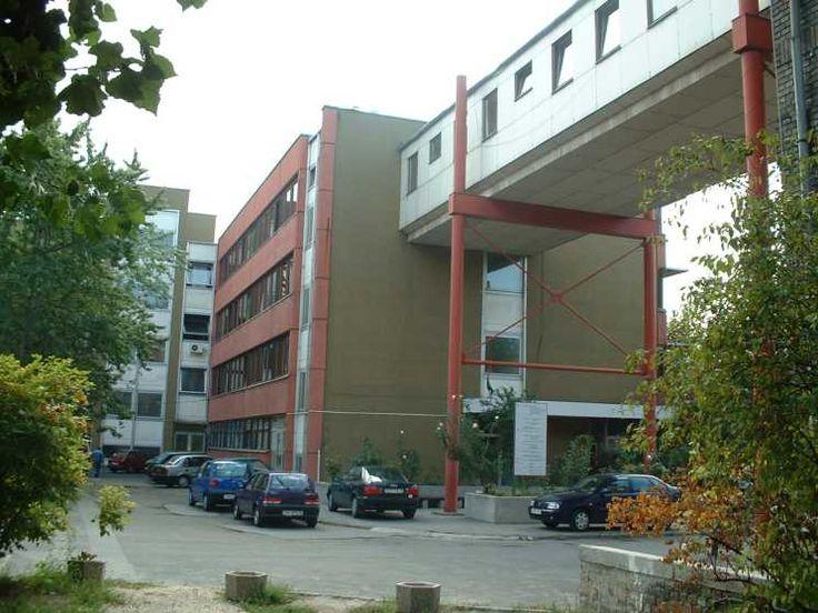 Csepeli kórház a Déli utcáról nézve