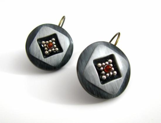 Pendientes con botones antiguos y jade