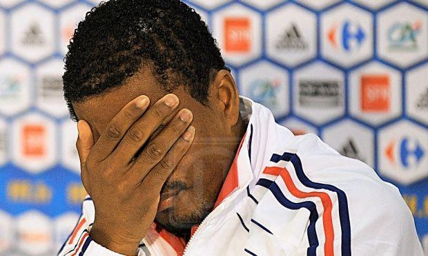 Kung fu penyokong Patrice Evra dibuang Marseille dan digantung 7 bulan   Patrice Evra dibuang oleh Marseille dan digantung daripada terlibat dalam sebarang aktiviti badan bola sepak Eropah UEFA selama tujuh bulan sebagai hukuman atas insiden tendangan kung fu ke atas penyokong kelab.  Bekas bintang pertahanan Manchester United dan kapten Perancis itu juga didenda 10000 euro (RM48900) selepas UEFA mendapati kesalahan yang dilakukan amat serius serta memalukan.  Itu bermakna pemain berusia 36…
