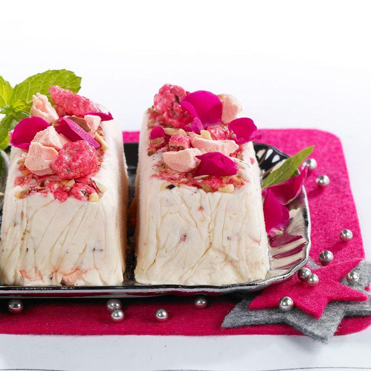 Découvrez la recette Nougat glacé aux pralines roses sur cuisineactuelle.fr.