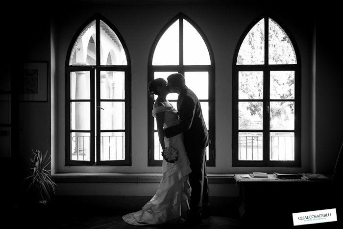 Le foto in bianco e nero hanno un fascino retrò e nello stesso tempo una forza moderna. Ecco varii scatti di Qualcosa di blu wedding photography che ben rappresentano la bellezza di questo effetto  durante i matrimoni. #fotobiancoenero #vintage #matrimonio