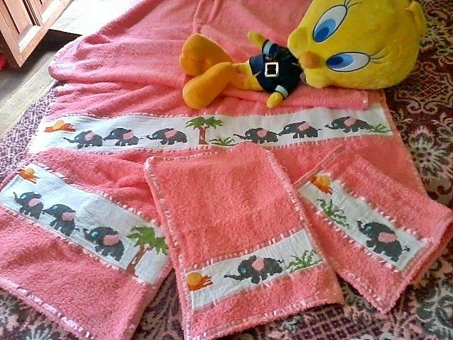 Toalla con llamativo diseño Elefantes...!