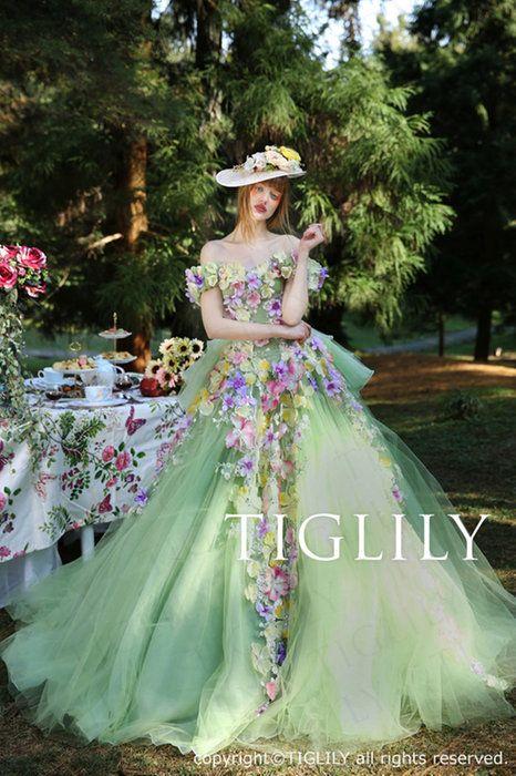 【ペイジPeige】(c157)お花をたくさん使った深めのグリーンのカラードレス。取り外し可能なオフショルダーとバックリボン付き。TIGLILY(ティグリリィ)ブランド