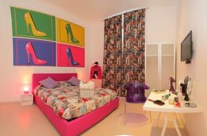 Barbie meets Andy Warhol :)  Today's Favourite Hotel is Ena Guest House in Rome, Italy.  This central, colourful Guesthouse was suggested by our Friends of the ToucHotel Community