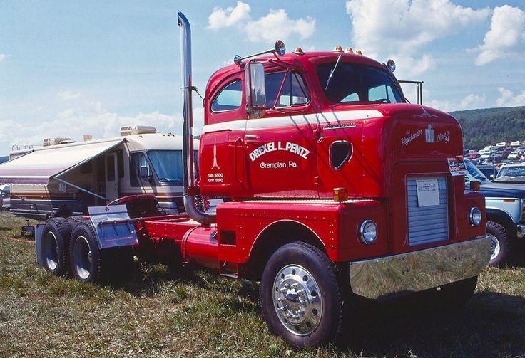 Antique International Harvester Semi Tractor : International rd highbinder cabover at the
