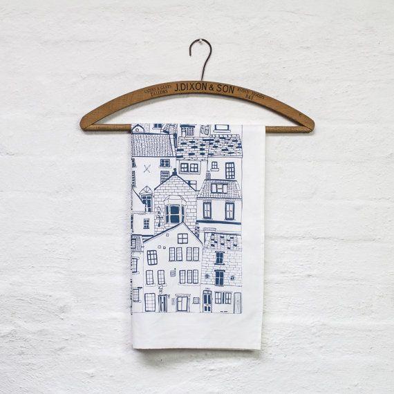 Coastal Cottages Geschirrtuch - Küchentextilien von Jessica Hogarth entworfen und gedruckt in Großbritannien - Baumwolle Design führte Geschirrtuch