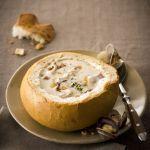 La Clam Chowder è una zuppa vellutata di vongole con panna, patate e bacon: nutriente e gustosa. Scopri la ricetta di Sale&Pepe.