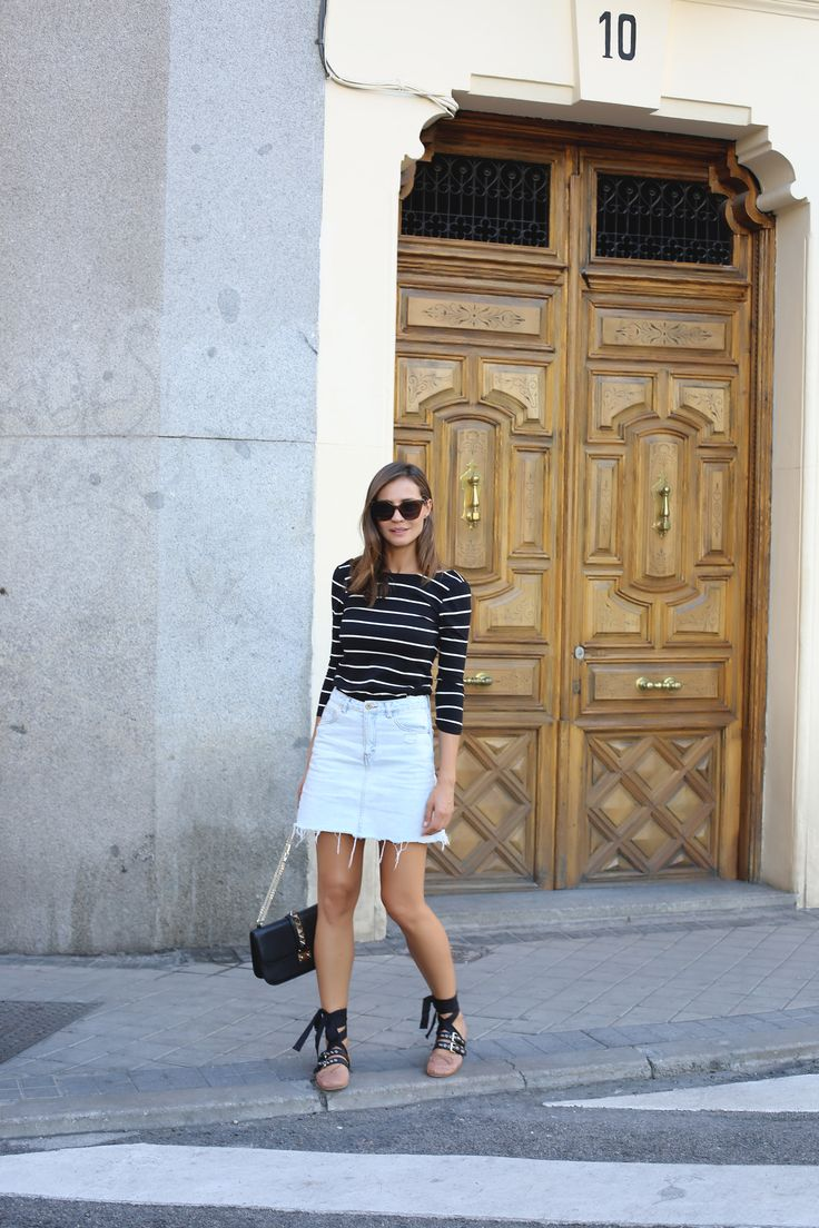 Lady Addict - Blog de lady addict. Black striped shirt+denim skirt+lace up ballet flats+black Valentino Rockstud shoulder bag. Summer outfit 2016