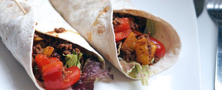 Gewoon wat een studentje 's avonds eet: Mexicaanse wraps met nep guacamole, kruidig gehakt, paprika en sla