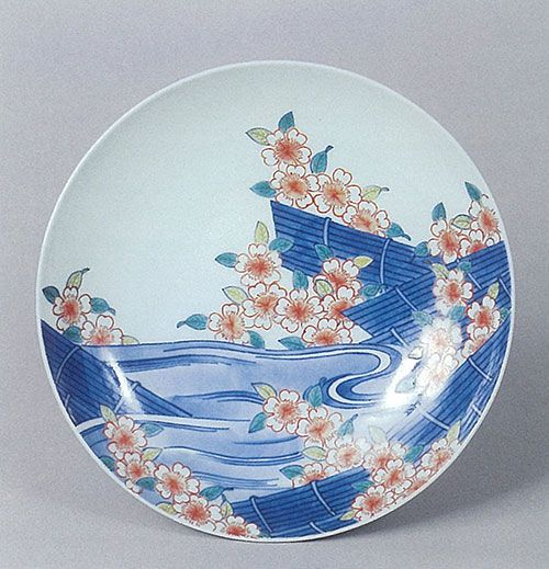 Dish with design of flowers and Rafts on a stream