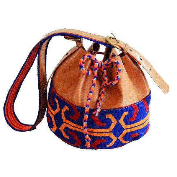 Wayoo Bag Von Wayuu-Indigenen handgefertigtes Einzelstück, kombiniert mit unbehandeltem Ziegenleder Handgewebter Stoff, der Mythen von Wayuu-Indigenen widerspiegelt 209 CHF