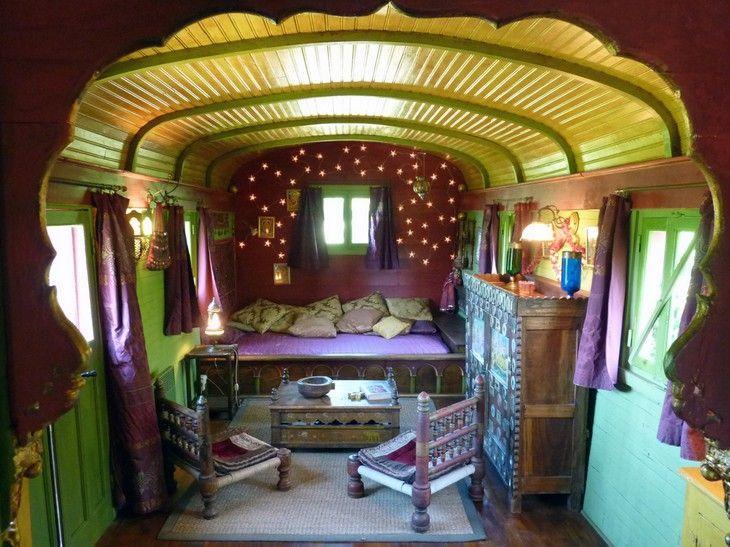 Bedroom, Les Roulettes (Gypsy caravan) de la Serve room