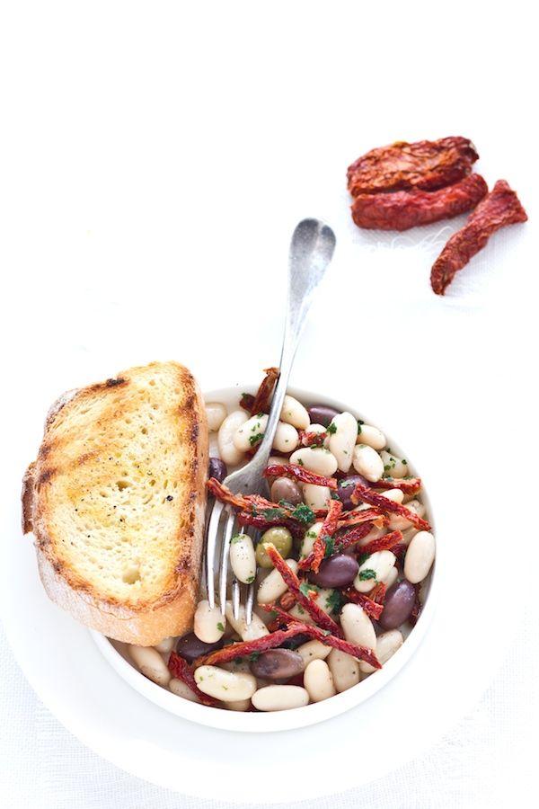 insalata di cannellini pomodOri secchi e olive taggiasche