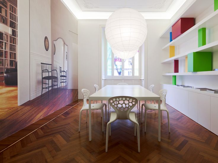Linvisibile, showroom. Frontal view of our meeting room with Nicchio.