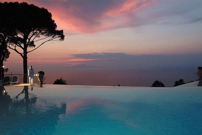 Stunning infinity pool overlooking the Bay of Naples at Caesar Augustus, Anacapri, Italy. #relaischateaux #caesaraugustus #infinitypool #swimmingpool #sunset