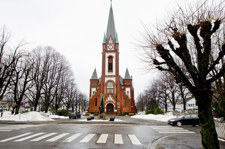 I flere tiår har klokkene i Sandefjord kirke spilt salmer og sanger hver time, men nå synes noen av naboene det blir for mye.
