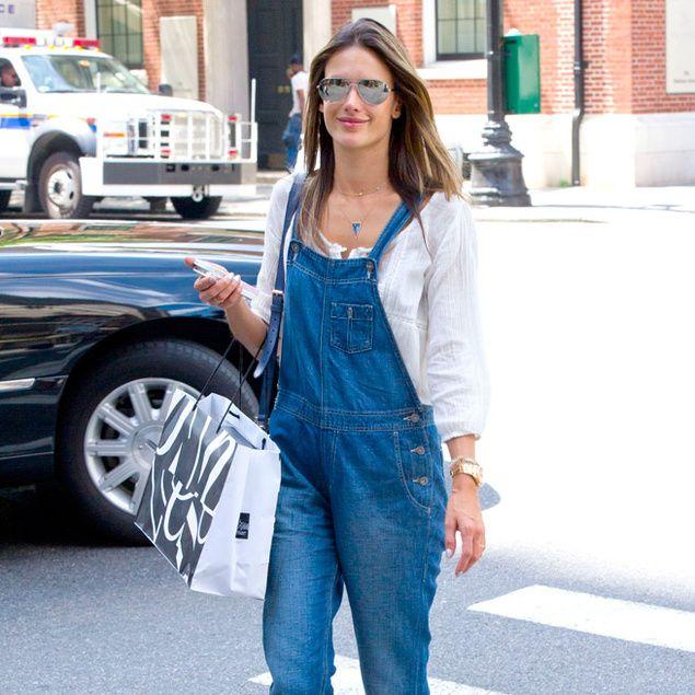 La salopette d'Alessandra Ambrosio dans les rues de New York