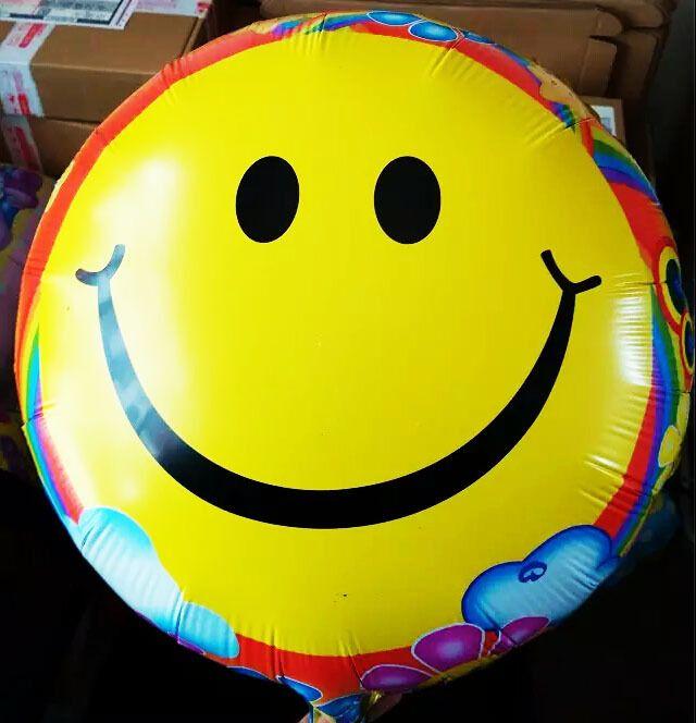 Новейшие 18 дюймов воздушные шары желтого улыбка 10 шт./лот фестиваль ну вечеринку украшения круглые баллоны свадьба день рождения baloes