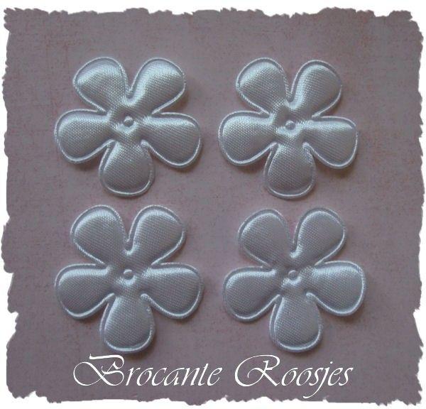 (BLE-030) 4 satijnen bloemen - wit - 35mm