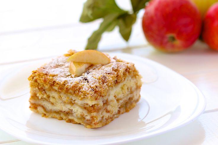 Jednoduchý vrstvený jablkový koláč so škoricou z jedného plechu, ktorý urobíte aj počas varenia obeda - chillin.sk