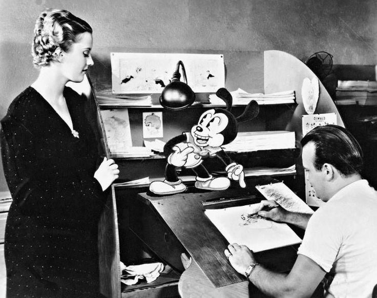 """Tex interessou-se por animação em uma idade já avançada..Na Warner, Avery dirigiu seu primeiro desenho para essa companhia, o Gaguinho (Porky Pig), que era uma criação de Bob Clampett. Em 1937 Tex apresentou ao mundo da animação um dos mais famosos personagens de todos os tempos: Patolino (Daffy Duck). Tex Avery também criou o personagem Hortelino Troca-Letra (Elmmer J. Fudd) e a inesquecível personagem Pernalonga (Bugs Bunny) junto com a famosa frase """"O que que há, velhinho?""""."""