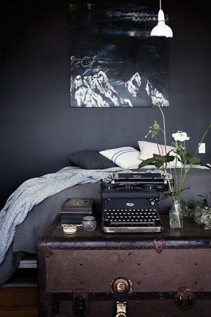 Niets is zoveel gaver en uitdagender dan een zwarte slaapkamer. Verf je muren eens zwart en je zult zien hoe..