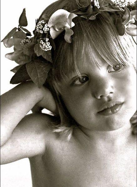 #Young | Ya desde niña, Angelina Jolie conquistando a las cámara www.beewatcher.es