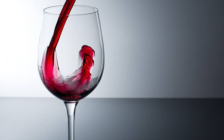 Las copas para servir el vino deben ser de cristal transparente y liso, así podremos apreciar la calidad y brillantez del mismo #TipsVinosNobles www.vinosnobles.com Foto vía http://goo.gl/NjX65E
