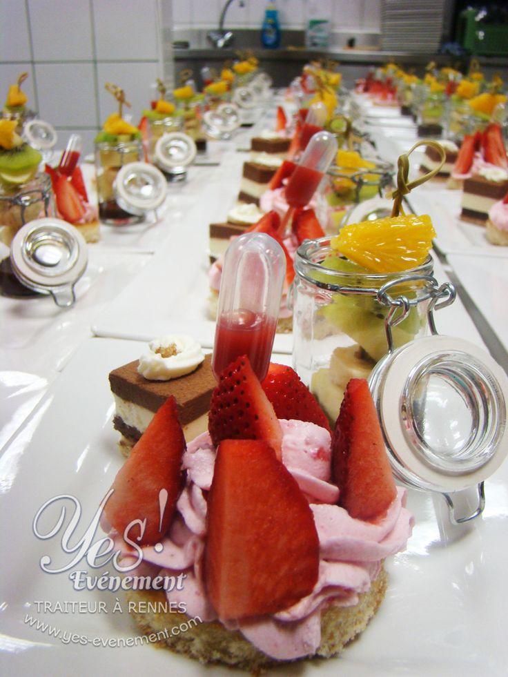 Assiette gourmande sucrée, sablé breton mousse de fraise et fraises, pipette de coulis de fraise !