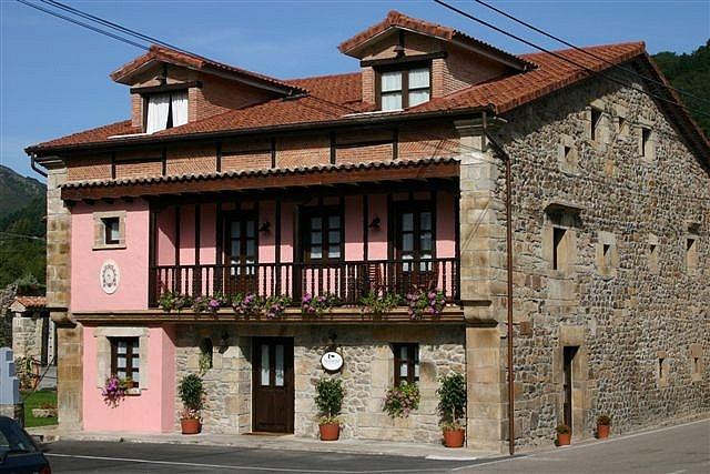 Posada Ochohermanas,Arenas de Iguña, Cantabria.   http://www.toprural.com/Casa-rural-habitaciones/Posada-Ochohermanas_24311_f.html