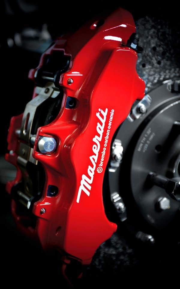 Safety The safety of the vehicle is guaranteed by the Brembo carbon ceramic brake disks. In keeping with Maserati's principles, the new GranTurismo MC Stradale makes the most of the work invested in the previous model in terms of reducing fuel consumption and emissions.