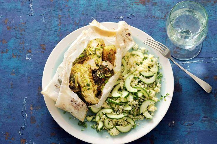 17 maart - Courgette in de bonus - Terwijl de pakketjes in de oven garen, maak je de couscous: zo klaar! - Recept - Allerhande