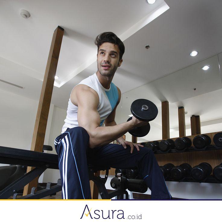 Sahabat Asura, kapan waktu tepat untuk berolahraga? Pagi, sore, atau malam hari? Dan berapa lama ya kira-kira? Secara ilmiah, olahraga di sore hari sangatlah baik untuk pria. Hal ini dikarenakan hormon testosteron mencapai puncaknya pada pukul 17.30 sampai 18.00. Ini waktu yang ideal untuk pergi ke gym atau mengangkat beban berat.