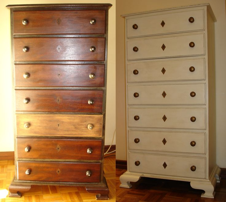Reforma de móvel com pintura acrílica nas cores marfim e bronze, ceras incolor e nogueira, com arestas desgastadas. Reestilizando mobiliário.